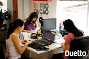 Trabalho em equipe de produtores da Duetto, agência de eventos de porto alegre rs